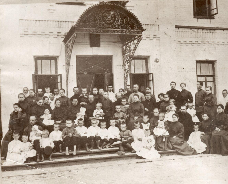 братська сімя апостолів петра і павлаjpg
