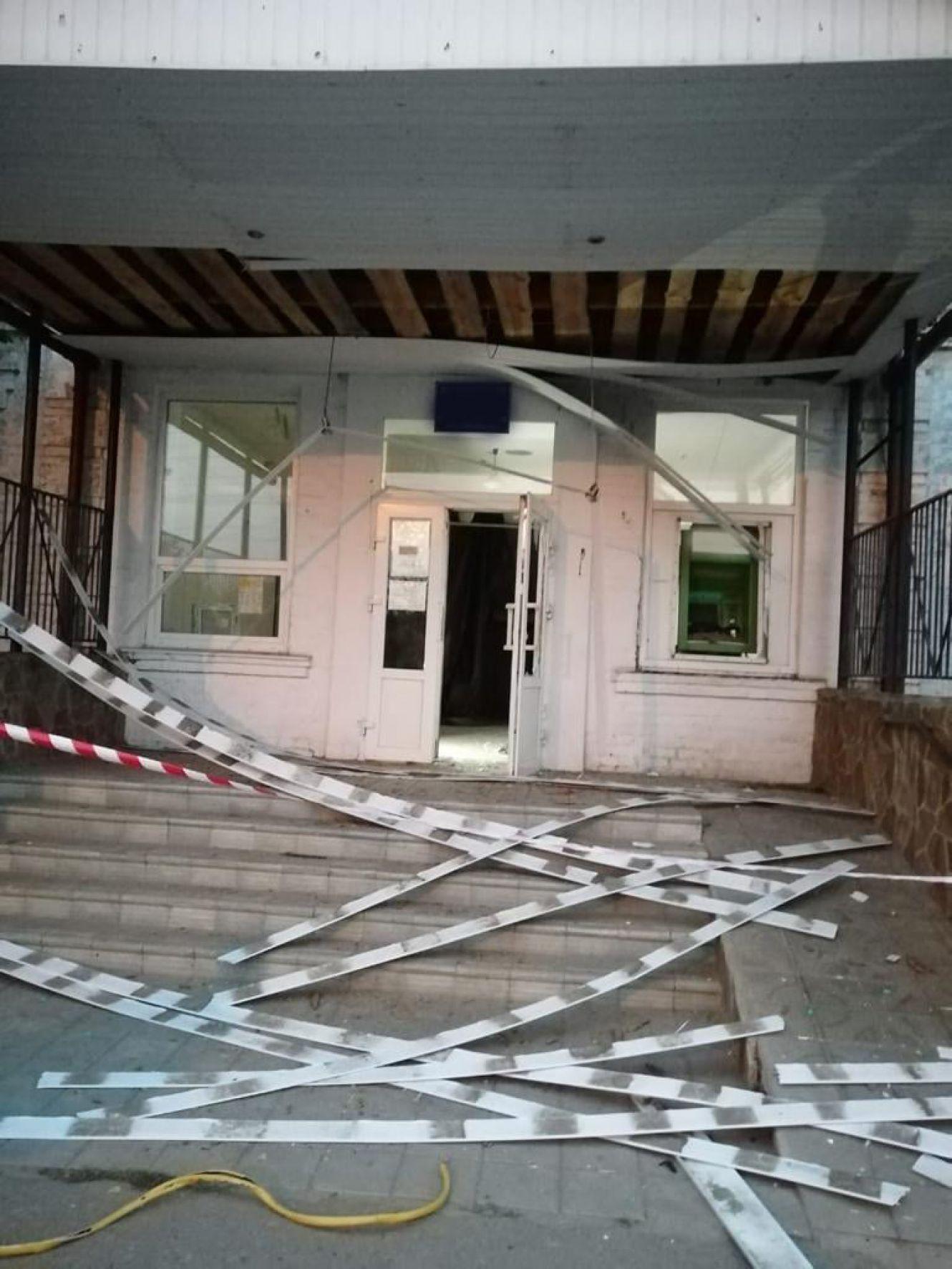 На Сумщині поліція оперативно затримала зловмисників, які підірвали та  намагалися обікрасти банкомат