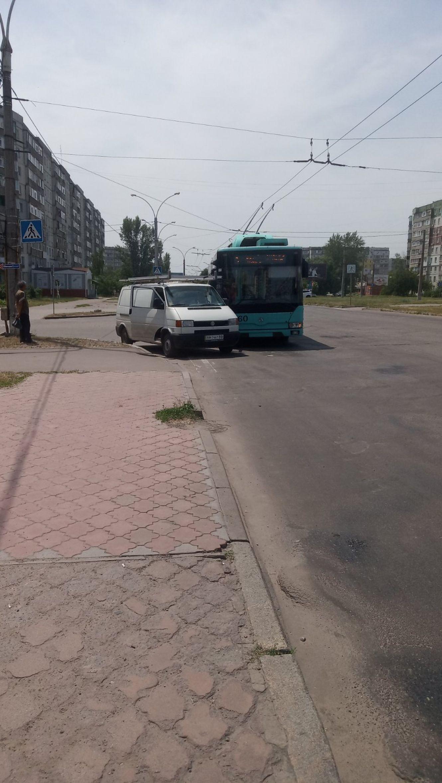 На проспекті Лушпи у Сумах – ДТП: ускладнено рух (Фотофакт)