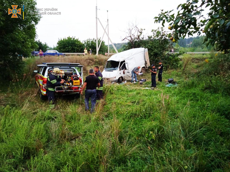 На Сумщині рятувальники деблокували водія з понівеченого автомобіля